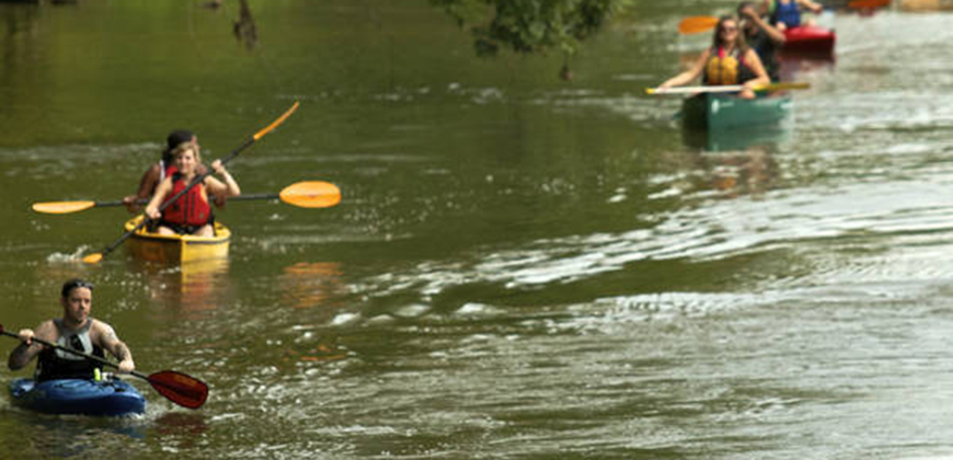 A photo of people kayaking on the Saluda River in Columbia, SC.